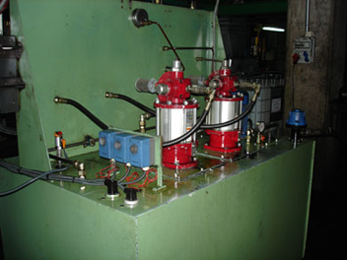 Centralised lubricator with two Alemite divorced pumps 77 series for an air-oil lubrication in an steel mill plant
